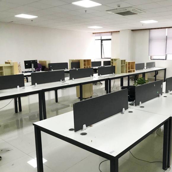 南昌回收屏风隔断,老板桌椅,办公桌椅,会议桌椅,办公沙发,文件柜回收